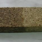 Фрагмент ДСП, правая половина которого обработана гидрофобизатором НЕОГАРД-Дерево 40, после выдержки под слоем воды