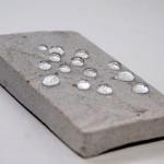 Образец силикатного кирпича, после обработки гидрофобизатором НЕОГАРД, не впитывает воду